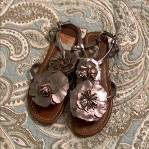 Cute pewter vegan toe sandals 7.5
